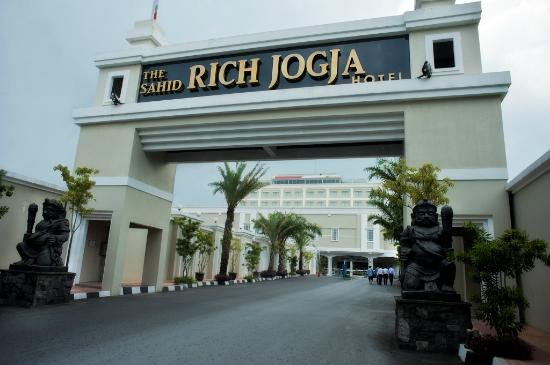 the-rich-jogja-hotel